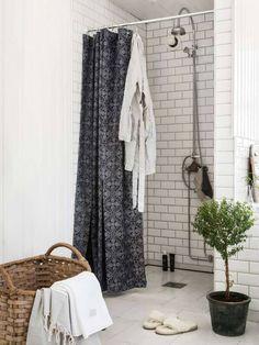 Unique Bathroom Floor Tiles Ideas For Small Bathrooms Rural, Nordic Home, Small Bathroom, Insulated Blackout Curtains, Bathroom Style, Bathroom Floor Tiles, Modern Bathroom Tile, Herringbone Tile Bathroom, Tile Bathroom