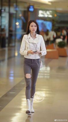 Fashion Pants, Fasion, Women's Fashion, Fashion Outfits, Beautiful Asian Women, China Fashion, Girls Jeans, Ulzzang Girl, Jeans Style