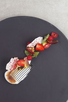 This recipe for deconstructed Pavlova is exquisite and delicious