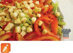 Já comentei aqui que saladas devem abusar de cores e texturas para se tornarem mais atraentes. Usar ingredientes frescos é essencial, e u...