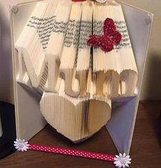 folding pattern for Mum over a heart 301 folds +free tutorial Book folding pattern for Mum over a heart 301 folds +free tutorial by BookFoldingForever on EtsyBook folding pattern for Mum over a heart 301 folds +free tutorial by BookFoldingForever on Etsy Old Book Crafts, Crafts To Do, Book Folding Patterns Free, Book Sculpture, Paper Sculptures, Folded Book Art, Book Projects, Clay Projects, Pattern Pictures