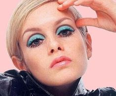 Cosmetics Make-up. Twiggy Article Physique: On this world of child boomers and empty nesters, m Makeup Inspo, Makeup Inspiration, Makeup Tips, Beauty Makeup, Eye Makeup, Hair Makeup, Disco Makeup, 1960s Makeup, Twiggy Makeup