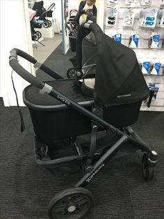 Uppababy Stroller, Baby Strollers, Reborn Toddler Dolls, Baby Boutique Clothing, Happy Family, Black And Brown, Car Seats, Pregnancy, Bebe