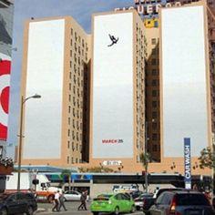 La polémica campaña de Mad Men  ¿Os recuerda la gente saltando de las Torres Gemelas de N.Y.?
