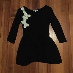 Downeast black tunic with white flowers This adorable black tunic with white flowers would go well with jeans, leggings, or basically anything! 3/4 sleeve, gathering at the waist. Comes just below the bottom of the hip. Downeast Tops Tunics