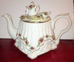 Royal Albert Old Country Roses Artist Palette Collector Teapot & Lid