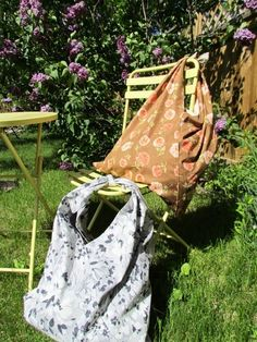 Simple Summer Tote - Tote bag DIY to learn how to make a beach bag.