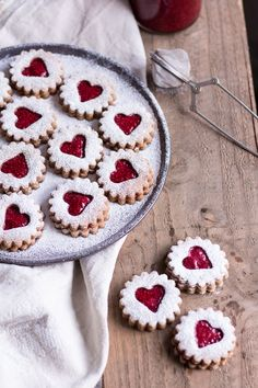 Healthy Spitzbuben Cookies - pure vegetable, ve . Healthy Spitzbuben Cookies – pure vegetable, vegan, without refined sugar, gluten-free – de. Cookie Recipes, Diet Recipes, Healthy Recipes, Cake Vegan, Evening Meals, Food Items, Christmas Cookies, Christmas Jam, Christmas Recipes