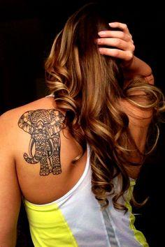 Elefant Tattoo schwarz Rücken