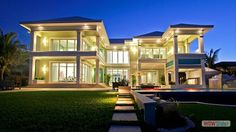 Modern designed luxury house. Wonderful! I want one in my back garden