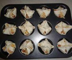 Koszyczki z ciasta francuskiego z mięsem mielonym My Favorite Food, Favorite Recipes, Mary Berry, I Foods, Sushi, Cake Recipes, Berries, Good Food, Food And Drink