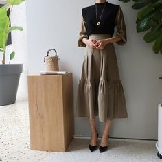Black and camel skirt and blouse combo. Black and camel skirt and blouse combo. Work Fashion, Modest Fashion, Hijab Fashion, Korean Fashion, Fashion Dresses, Fashion Design, Mode Outfits, Skirt Outfits, Camel Skirts
