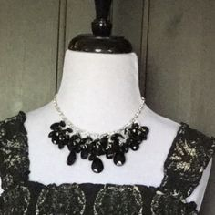 Fashion Cluster Necklace 🎉HP🎉 Fashion statement black cluster necklace with silver chain links. Can be worn with casual clothing or dress it up😊  🚫No trade/PP🚫 🎉HP🎉 Work Week Chic Party Jewelry Necklaces