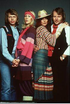 1972: Lanzan la canción Dancing Queen, el más grande éxito de ABBA, en el disco Arrival.