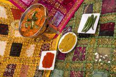 Bogactwo smaków i aromatów - to cechuje nasze potrawy. :) Przekonajcie się, jak różnorodna jest kuchnia indyjska. Przed wizytą w naszej restauracji warto zerknąć na menu i zobaczyć, co mielibyście ochotę spałaszować: http://www.namasteindia.pl/ni_menu_2015.pdf