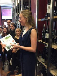 Blogger Isabel van De Hippe Vegetariër speecht tijdens de boekpresentatie van haar eerste boek