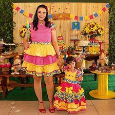 Arraiá da Giovanna .aquela sintonia caipira para apaixonar ! Mais um ano participando do momento especial dessa princesinha !!! Bonecas caipiras !