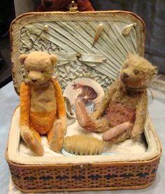 Ils sont beaux tous mes ours......alors on continue la visite!!!!! Là on dirait plutôt de drôles de souris!!!! Un jolie...