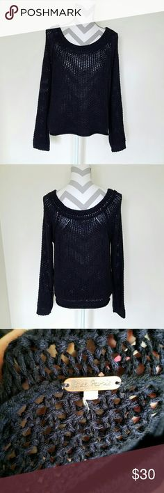 Free People Chunky Knit Sweater! Deep navy colored sweater. Thick style open knitting. Size tag is cut off because it kept sticking out when wearing it. Loose fitting/oversized style. Length is about 23 inches and armpit to armpit is about 19 inches. Great condition! Free People Sweaters Crew & Scoop Necks