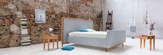Dieses Dormiente Natur Boxspringbett bringt modernes skandinavisches Design in dein Schlafzimmer! Als Rahmenkonstruktion – aus massivem Buchenholz gebaut – erhält es durch die clevere, variable Innenkonstruktion eine Optik, wie Du sie von Boxspringbetten kennst – aber mit viel mehr ergonomischen Optionen. Jetzt zum Vorteilspreis nur für kurze Zeit