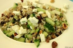 Rijstsalade met komkommer, noten en feta: juli, augustus, september