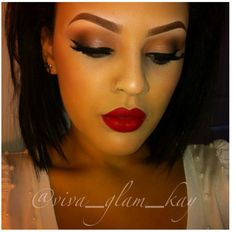 Love her makeup!! HER FACE IS VERY SIMILAR TO MINE...THIS IS A EASY GO TO LOOK!!!