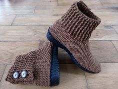 Diy Crafts - Brown two Crochet Slipper Boots, Crochet Sandals, Knitted Slippers, Wool Shoes, Felt Shoes, Crochet Shoes Pattern, Shoe Pattern, Basic Crochet Stitches, Shoe Boots