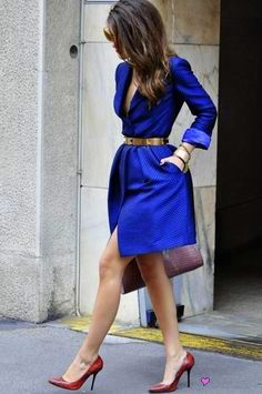 outfit envy of the day:gorgeous jacquard coat dress. Trench Coat Vestido, Trench Coat Dress, Blue Trench Coat, Trench Coats, Passion For Fashion, Love Fashion, Fashion Trends, Style Fashion, Dress Fashion