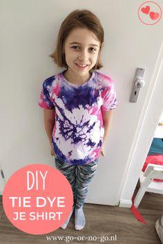Snel en makkelijk hippe shirts maken met Tie Dye: in dit artikel leggen we je stap voor stap uit hoe je een shirt met Tie Dye kunt maken. #tiedye #shirt #DIY Diy Projects For Kids, Kids Crafts, Tye Dye, Spam, Crafting, Inspiration, Blog, Shirts, Life