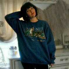 Vintage kitten oversize sweatshirt Adorable kitten sweatshirt! This piece is lined with a fleece-like fabric and is unbelievably soft and warm. Great for the cat lover in your life, even if that's you. Slightly puffy print shows two curious kittens playing in a stream and chasing a dragonfly. So cute, fun and cozy. College Ware USA Sweaters Crew & Scoop Necks