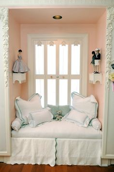 Shabby Chic ♥ Adorable window seat