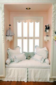 Shabby Chic ♥ Adorable window seat
