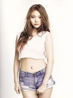 After School's Lee Kaeun - the last to join the group during 2012;  so, not so new after all after school.  K Pop shorts are definitely getting shorter and the top appears to have suffered shrinkage in the wash.  AMx