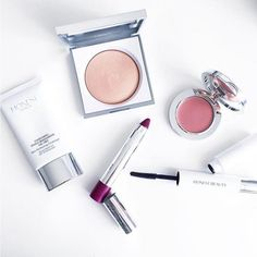 """Jessica Alba Shares Her Beauty Rules: Rule #9: Know When To Save """"I'm all about a multi-purpose product when it comes to saving dollars and time. My grandmother was all about that and now I am, too. I love using Honest Beauty Créme Blush for lips and cheeks or our Magic Balm as a highlighter and moisturizer."""""""