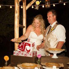Washington State University Coug-themed wedding cake