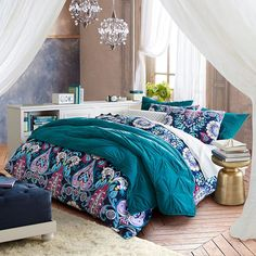 Whether your style is simple or bold, Pottery Barn Teen's girls duvet covers will let your personality show. Find bold colored and printed duvet covers for twin, full, queen and king beds. Girls Duvet Covers, Twin Size Duvet Covers, Bed Duvet Covers, Pillow Shams, Damask Bedding, Duvet Bedding, Comforter Sets, King Comforter, Cotton Bedding