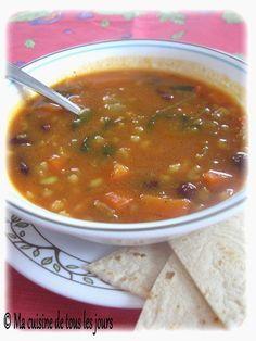 Ma cuisine de tous les jours: Soupe-repas aux légumineuses et au curcuma Soup Recipes, Recipies, Canadian Food, Canadian Recipes, Clam Chowder, Recipes From Heaven, Stew, Entrees, Buffet