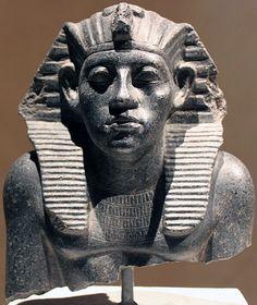 Ancient Egyptian Artifacts, Ancient Egypt Art, Ancient History, Kemet Egypt, Egyptian Pharaohs, Egyptian Hieroglyphs, Egyptian Party, Modern Egypt, The Bible Movie