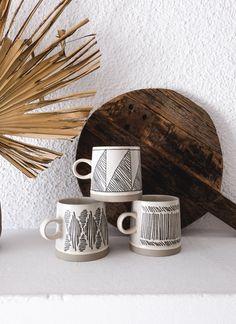 Grand mug imprimé géométrique en grès fait main - 3 motifs au choix — CARNET SAUVAGE Bohemian Decoration, Decoration Originale, Motifs, Ceramic Art, Ceramics, Tableware, Unique, Products, Hand Made