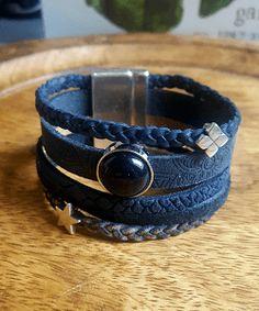 dca720e581a Leren armband dames blauw is een brede armband van leer. In de sieraden  webshop vind