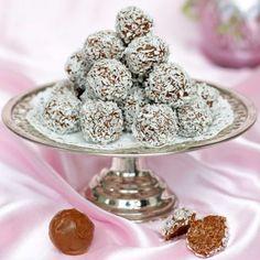 Underbart goda chokladbollar med en oemotståndlig smak av mjölkchoklad. Delicious Chocolate, Lchf, Afternoon Tea, Gluten Free, Sweets, Breakfast, Food, Mat, Advent