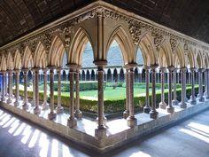 Mont-Saint-Michel, cloître de l'abbaye / emmrichard
