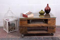 Pequeña mesa de palets europeos, ideal como mesita de centro o auxiliar, perfecta para cualquier estancia.