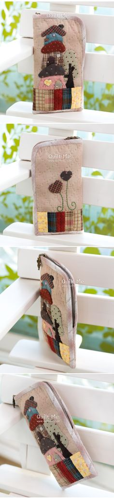 퀼트미 [3층 하우스 필통] Japanese Patchwork, Patchwork Bags, Quilted Bag, Pencil Pouch, Applique Quilts, Purse Wallet, Sunglasses Case, Diy And Crafts, Tote Bag