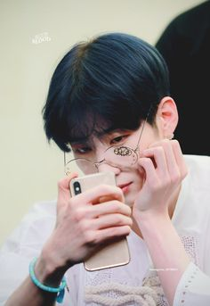 Image shared by Kiki Costales. Find images and videos about kpop, and seungwoo on We Heart It - the app to get lost in what you love. I Always Love You, Blue Bloods, Daniel Wellington, We Heart It, Fandoms, Kpop, Shit Happens, Twitter, Korea Boy