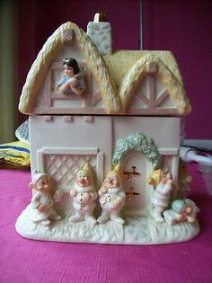 Snow white and the 7 dwarfs cookie jar