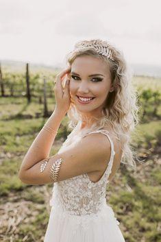 Egy esküvői smink és fodrász páros, akiket imádunk! | Esküvő Classic Lace Wedding, Wedding Dresses, Paros, Ford, Fashion, Bride Dresses, Moda, Bridal Gowns, Fashion Styles