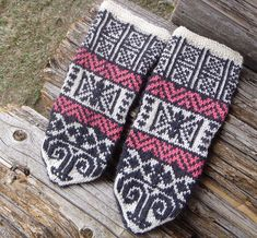 Ravelry: DonnaC2's Honouring Agnes mittens