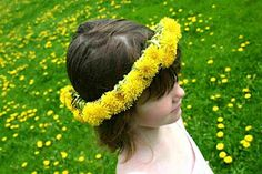 DIY Dandelion Crown by wabisabiwanderings #Kids #DIY Dandelion_Crown #wabisabiwanderings