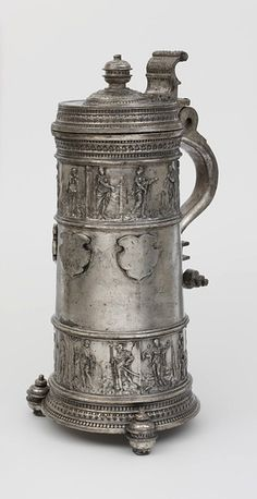 Pewter Tankard made by Weise, Paulus in Zittau, Germany 1560 Beer Cellar, Pewter Tankard, German Beer Steins, Beer Company, Beer Mugs, Wine And Beer, Shell, Nostalgia, Antiques